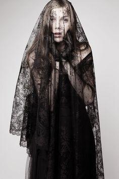 vera wang lace black veil #wedding