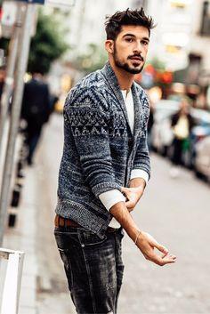 Tolle Alternative zum Sakko: Strickcardigan mit Norwegermuster und Schalkragen, perfekt zu Jeans und weißem Shirt oder Hemd ($ 99,00). | L&C