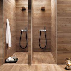 Doppel-Dusche komplett aus Fliesen in Holzoptik. #Fliesen