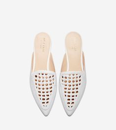 Women's Payson Weave Mule in Optic White Weave Leather Fab Shoes, Women's Shoes Sandals, Mule Plate, Loafers For Women, Sneakers Women, Adidas Sneakers, Women's Mules, Vintage Boots, Shoes With Jeans