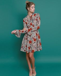 +Non-stretchy multicolor printed dress with V-neckline with pussy bow sash detail