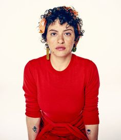 Alia Shawkat photographed by Steve Schofield for the Guardian, May 2017 Short Dark Hair, Short Curly Hair, Curly Hair Styles, Alia Shawkat, Curly Pixie, Basic Outfits, Skirt Outfits, Glamour Shots, Bad Hair