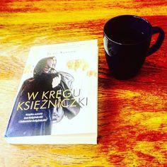 Czerń, biel i złoto. #bookstagram #bookworm #booklove #terazczytam #czytambolubię #ksiazki #herbata #tea #czasnaherbatę #teatime #wkręguksiężniczki #jeansasson #princesssultana #wydawnictwoznak