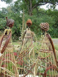 Willow ladies These are so cool! They could be used as a trellis Garden, Garden art, Garden ornament Garden Crafts, Garden Projects, Garden Art, Outdoor Art, Outdoor Gardens, Design Jardin, Garden Whimsy, Garden Trellis, Tomato Trellis