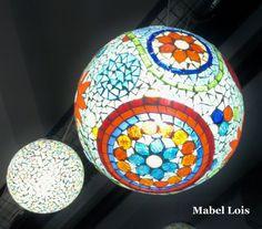 realizada con vidrio opaco color y venecitas
