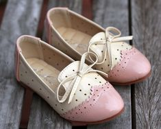 Over the Loom - Spectator Oxford Flats ~ Pink, $33.00 (http://www.overtheloom.com/toddler-girl-1-5t/shoes/spectator-oxford-flats-pink/)
