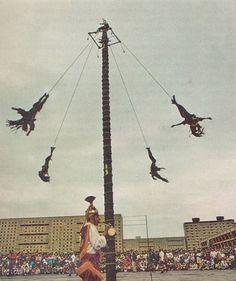 Papantla Fliers of Veracruz National Geographic May 1973 Albert Moldvay