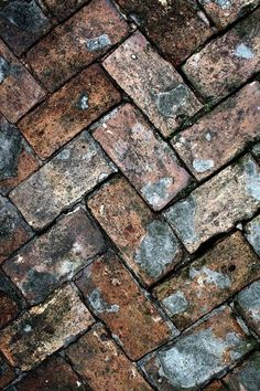 46 Awesome Brick Patterns Patio Ideas For Your Beautiful Yard - HOOMDSGN If you have ever thought about redoing your walkway or even installing an entire backyard patio, but you have been … Foto Macro, Brick Patterns Patio, Old Bricks, Makeup Rooms, Brick And Stone, Natural Texture, Wabi Sabi, Belle Photo, Textures Patterns