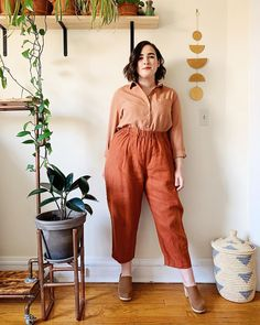 I think you know the drill by now: I love I love pairing rusty colors, and I love tucking in my button-down shirts, so put it… Curvy Girl Outfits, Plus Size Outfits, Casual Outfits, Fashion Outfits, Fat Girl Fashion, Chubby Fashion, Plus Zise, Mode Plus, Look Plus Size