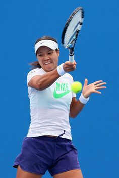 Li, who won her second Grand Slam title at last month s Australian Open, underlined her status as the best ever Asian women s player by rising to second behind Serena Williams.