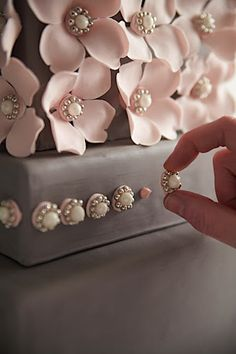 Pink Plus Week: Cakegirls - The Bride's Guide : Martha Stewart Weddings