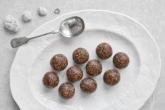 Pecan & Cacao Energy Balls http://healthyjon.com/pecan-cacao-energy-balls?utm_campaign=coschedule&utm_source=pinterest&utm_medium=HealthyJon&utm_content=Pecan%20and%20Cacao%20Energy%20Balls