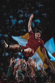 It's been exactly one year since the end of Francesco Totti career! Football Match, Football Fans, Football Season, The Golden Boy, Golden Age, Totti Francesco, Totti Roma, Italy Soccer, As Roma