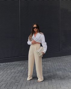 Instagram White, Spring Street Style, White Shirts, Daily Fashion, Trendy Outfits, Street Wear, Dressing, Spring Summer, Style Inspiration