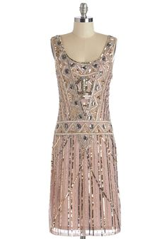Dress in style with Great Gatsby dresses dazzeling in beaded, fringe, and sequins. Great Gatsby plus size dresses, dresses with sleeves, long dresses and Retro Vintage Dresses, Mode Vintage, Vintage Outfits, Vintage Fashion, Vintage Prom, Edwardian Fashion, Vintage Hats, Party Fashion, Gothic Fashion