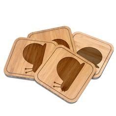Untersetzer quadratisch Schnecke aus Bambus  Coffee - Das Original von Mr. & Mrs. Panda.  Diese quadratischen Untersetzer mit abgerundeten Kanten sind ein besonderes Highlight auf jedem Esstisch. Jeder Gläser Untersetzer wurde mit viel Liebe handgefertigt und alle unsere Motive sind mit besonders viel Hingabe von unserer Designerin gestaltet worden. Im Set sind jeweils 4 Untersetzer enthalten.    Über unser Motiv Schnecke  ##MOTIVES_DESCRIPTION##    Verwendete Materialien  Bambus Coffee ist…