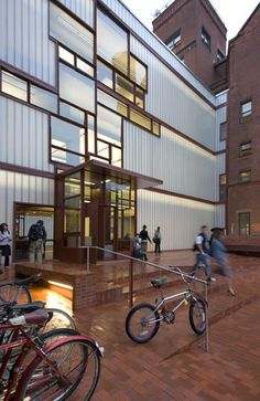 STEVEN HOLL----PRATT INSTITUTE, HIGGINS HALL INSERTION  Brooklyn, NY, United States, 1997-2005