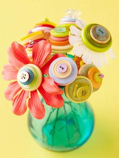 Easy Projects with Craft Scraps Button Bouquet really cute idea to do with dollar store flowers and Handmade Flowers, Diy Flowers, Fabric Flowers, Fake Flowers, Flower Petals, Artificial Flowers, Button Bouquet, Button Flowers, Button Art