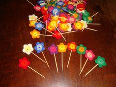 Florzinha de crochê para enfeitar docinhos