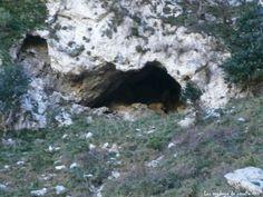 Cueva en la Canal del Corb, Sierra de la Portella, L' Hospitalet de L'Infant Tarragona