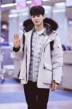 [11.02.17] Astro in Incheon Airport - EunWoo