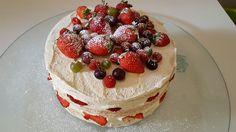 Torta desnuda de almendras con Praline y frutas del bosque  #cumpleaños #micreacion #partytime #mihobby