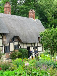 In The Cotswolds we visited Anne Hathaway's cottage in Stratford upon Avon where a young William Shakespeare once courted his future wife.  A quintessential English cottage garden.  LOVE this town.
