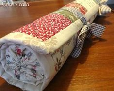Cose y calla : . Hexagon Patchwork, Patchwork Bags, Country Crafts, Sewing Class, Sewing Accessories, Learn To Crochet, Textiles, Quilt Making, Pin Cushions