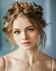 chignon boheme tresse guirlandes en fleurs beaute feminine maquillage simple