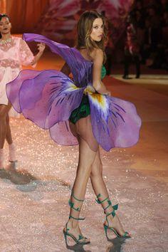 Victoria's Secret Fashion Show 2012: Angels walk the runway - CBS News