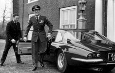 Prins Bernhard stapt uit 1964 Ferrari 500 Superfast Speciale (AA-13), Den Haag 1966   Flickr - Photo Sharing!