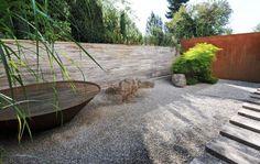 zen Die Ruhe des japanischen Kiesgartens strahlt in das Bad zurück.