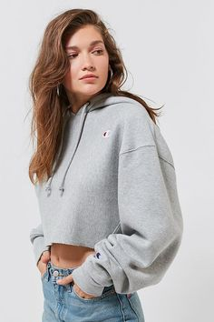 deca7540e Slide View: 1: Champion & UO Cropped Hoodie Sweatshirt Sweatshirt Outfit, Cropped  Hoodie