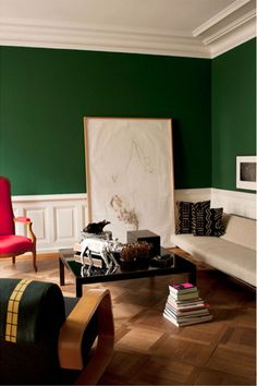 Rich jewel tone emerald green wall paint pairs perfectly with traditional hardwood inlay flooring, white crown mouldings and millwork, and a mix of mid-century and modern furnishings in neutral shades and shocking hot pink. Green Bedroom Walls, Living Room Green, Green Rooms, Living Room Colors, My Living Room, Green Painted Walls, Dark Green Walls, Painted Wood, Interior Desing