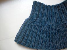 For the nech Crochet Round, Crochet For Kids, Diy Crochet, Crochet Baby, Crochet Top, Crochet Wraps, Baby Knitting Patterns, Crochet Patterns, Fingerless Mitts