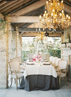 #tablescapes, #linens, #tablecloth, #table, #weddingpretty  Photography: Matthew Ree - matthewree.com Venue: Borgo Santo Pietro - borgosantopietro.com Floral Design: Floralia Decor - floraliadecor.it