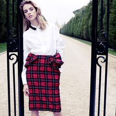 There's no denying it! Fall is a comin, and honestly, I'm not plaid abt it! (Especially when there's @simonerocha_ tartans to be worn!)