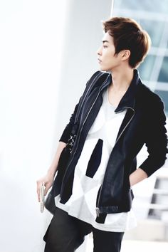 Exo | Exo-m | - Xiumin Minseok Kim-Minseok #fantaken #fashion #airport