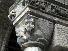 Capitell esculpit del claustre de Santa maria de Ripoll
