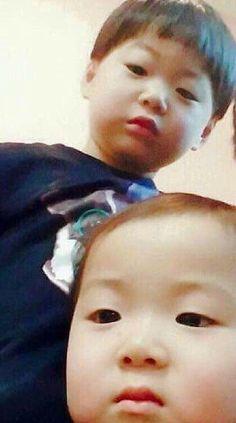 Cute Twins, Cute Babies, Baby Kids, Superman Kids, Man Se, Song Triplets, Korean Babies, Happy Pills, Baby Photos