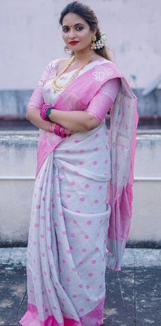 Beautiful Women Over 40, Beautiful Women Pictures, Beautiful Girl Indian, Beautiful Saree, Aunty In Saree, Pink Saree, Cute Beauty, Indian Beauty Saree, India Beauty