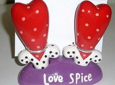 Studio-Designworks-Valentine-Heart-Love-Spice-Salt-and-Pepper-Shaker-NEW