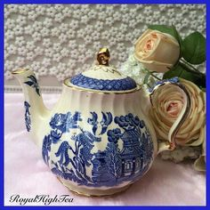 Blue Willow Teapot... I have this whole set!!!❤