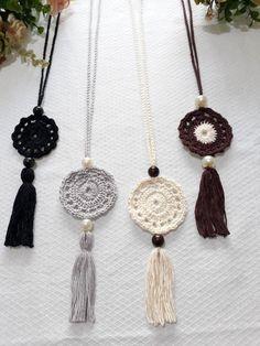 Crochet necklace - Bo-M - schmuck Crochet Earrings Pattern, Crochet Jewelry Patterns, Crochet Bracelet, Crochet Accessories, Crochet Motif, Crochet Flowers, Crochet Ornaments, Crochet Crafts, Crochet Projects