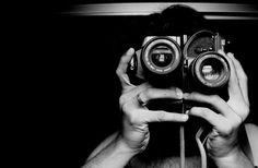 W czasach, gdy niepodzielnie króluje fotografia cyfrowa, zwrot ku lustrzankom analogowym może wydawać się przerostem formy nad treścią. Wbrew pozorom nie zawsze tak jest - spróbujmy się zastanowić komu właściwie klisza potrzebna jest do szczęścia.