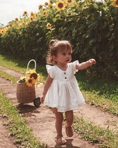 ✔ Cute Clothes For Kids Outfits Little Girl Outfits, Little Girl Fashion, Toddler Girl Outfits, Cute Little Girls, Toddler Fashion, Cute Kids, Cute Babies, Kids Outfits, Kids Fashion