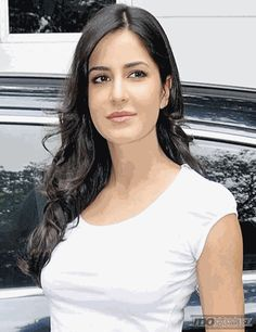 Is Katrina Kaif's affair with Ranbir Kapoor affecting her Bollywood career? To know click momoviez.com