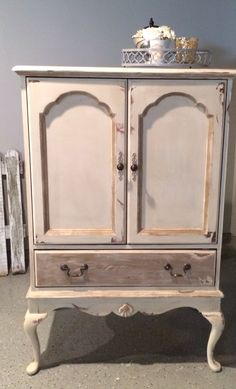 Annie Sloan Chalk Paint - Chest in Old Ocre and Coco