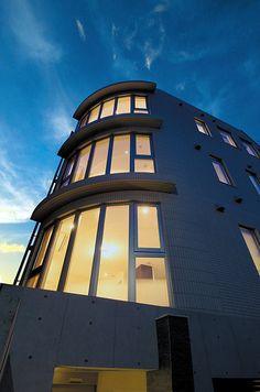 RC住宅を東京・大阪でお探しの方は『JPホーム』へ~「曲線のRC住宅」#外観 #RC住宅 #注文住宅 Home, Ad Home, Homes, Haus, Houses