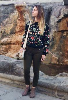 #Stradivarius #streetstyle #streetlook #bolsos #bags #sueters #sudaderabordada #sudaderasmolonas #botasbajas #botines #jeans #looks #lazyday #lookcasualchic #love #look #looksdiarios by @pris_kolbeck on Chicisimo